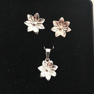.925 Sterling Silver Flower Earring Pendant Set